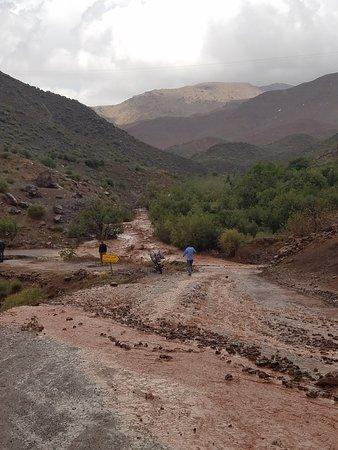 Marrakech-Tensift-El Haouz Region, โมร็อกโก: Washed out section of road