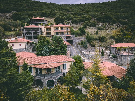 Kapsas, Греция: Aerial View of Traditional Inn and Chalet