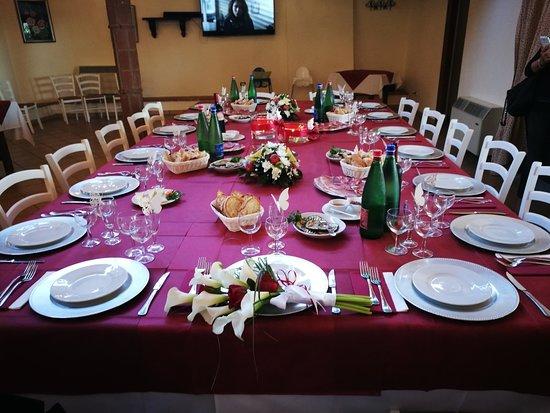 Sant'Angelo Romano, Italy: Una tavolata curata con gusto