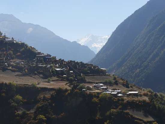 Gokyo Treks and Expedition: way to Manang trek