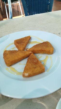 Femes, Spanyol: Queso frito con miel