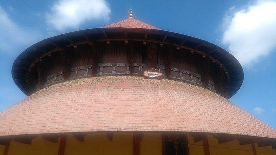 Thiruvanvandoor Pambanaiappan Temple