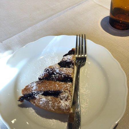 Castelnuovo di Val di Cecina, Italy: Crostata con marmellata di uva fragola