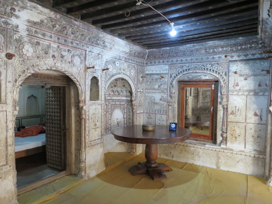 Narayan Niwas Castle: Frescoes in Heritage suite