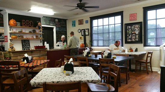 Boones Mill, VA: Small, but excellent sandwiches