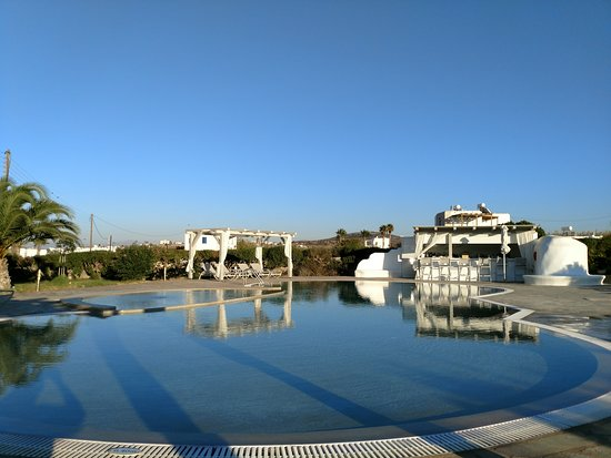 Livadia, กรีซ: Pool area - dinner and drinks available