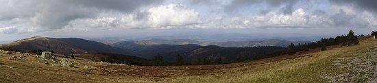 Valleraugue, France: panoramisch zicht van boven op de top