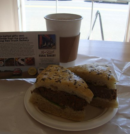 Marshall, Вирджиния: The exceptional meal-loaf sandwich with coffee