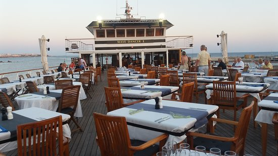 Wave Dancer Boat Trips: Nice clean tables