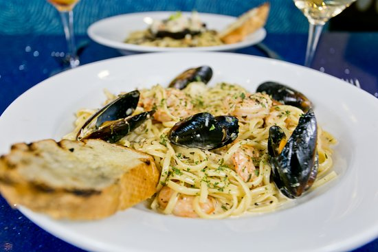 H2O Grill and Bonsai Sushi Bar: seafood pasta + white wine