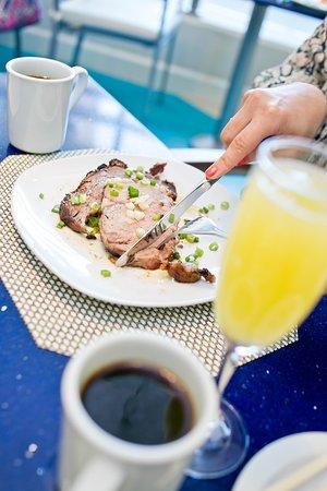 H2O Grill and Bonsai Sushi Bar: sunday brunch prime rib