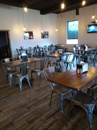 Poplar Bluff, MO: Dinning Area Mostly Metal Chairs - Need padding
