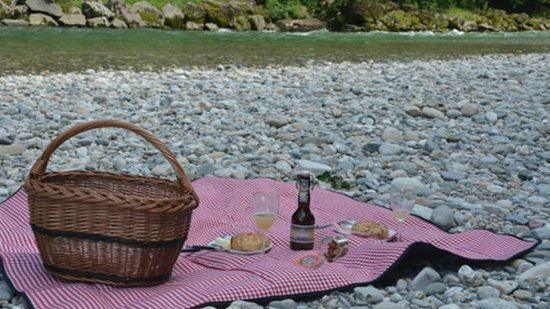 Burgdorf, Schweiz: A picnic on the river.