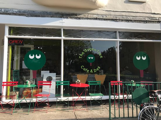 The Green Tree Cafe : Outside tables to enjoy the summer sun!