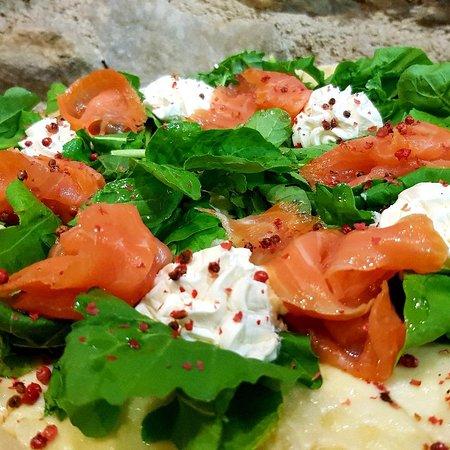 Penteli, กรีซ: Pizza salmone!!