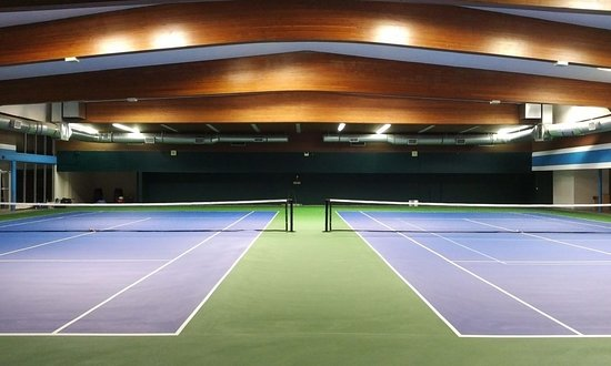 Powell River, Канада: Great indoor courts with an amazing view too