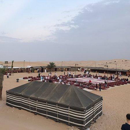 BBQ 저녁 식사, 헤나 회화, 낙타 타기 및 밸리 댄스와 함께하는 저녁 사막 사파리 사진