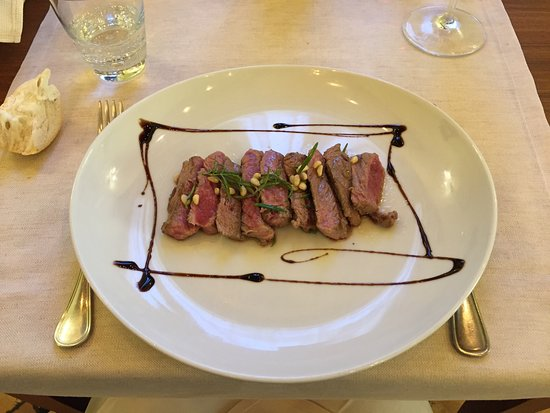Trattoria Teatro: The presentation was first class. Just a steak but raised up.