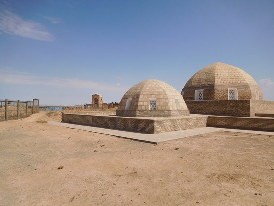 Nukus, Usbekistan: Mausoleum of Mazlumkhon-sulu
