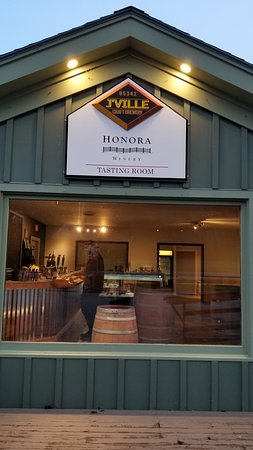 ‪Honora Winery & Vineyard‬