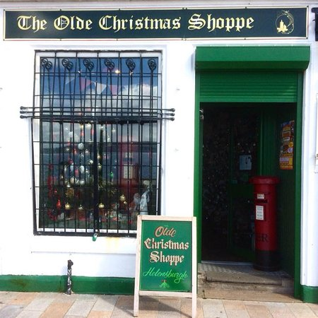 Helensburgh, UK: The shop front to wonderland