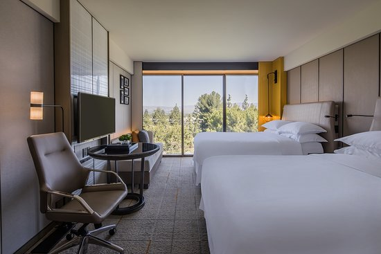 Sheraton Universal Hotel: Newly renovated traditional room two queens