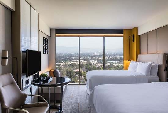 Sheraton Universal Hotel: Newly renovated traditional room two doubles