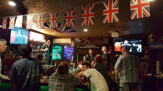 Leggett, Kalifornien: Watching the fights in the British pub.
