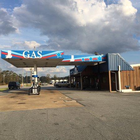 Bainbridge, GA: Gas station with a nice food buffet.