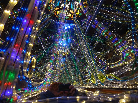Mount Tremper, NY: Large kaleidoscope with 3d light display