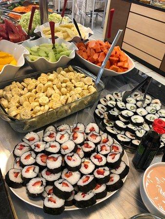 Sushi disponível no buffet