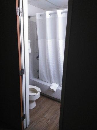Clackamas, OR: Tiny toilet - RM 223