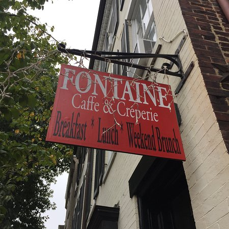 Fontaine Caffe & Creperie: A sign you should follow!