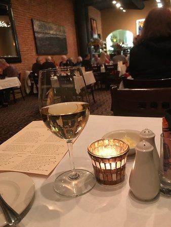 Pirogue Grille: Local White wine