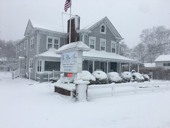 East Marion, NY: Stay in the winter and enjoy the seasons festivities in Greenport