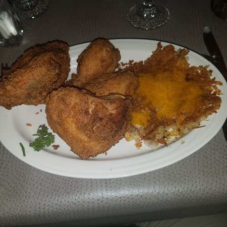 Sauk City, WI: Fried half chicken with hash browns