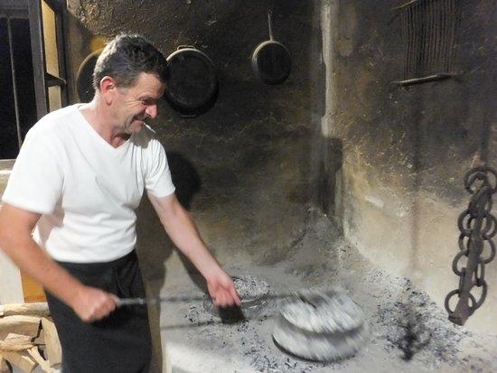 Seget Vranjica, Kroasia: Cooking Peka