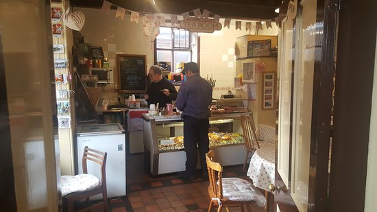 Carrog, UK: So good even engine staff stop for food :)