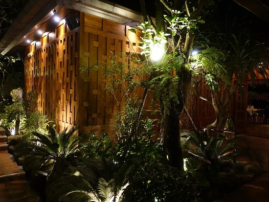 Baan Rim Pa Kalim: Well decorated with landscape garden.
