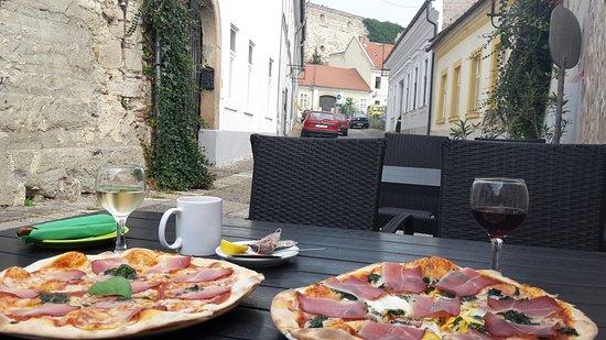 Il Padrino Pizza Club: Fini pizzák kilátással az egri várra