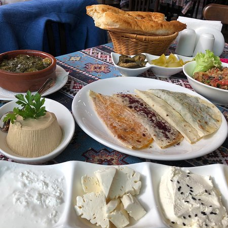 Qaynana Restaurant Photo