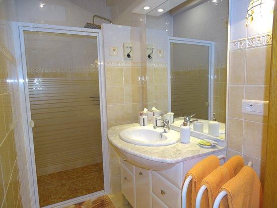"Sos, France: Salle d'eau chambre ""Jasmin"""