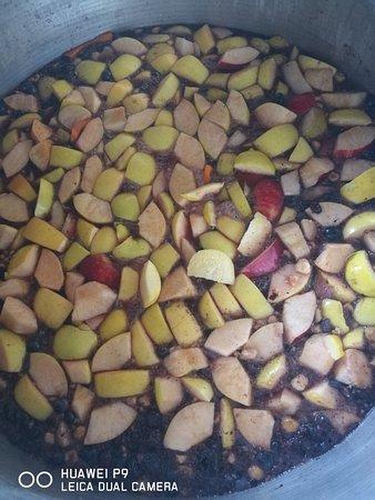 Strevi, Italy: La preparazione della mostarda d uva