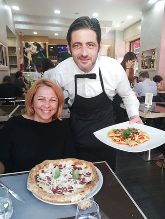 """Pizzeria """"D'angeli"""". It's very good. Really excellent cuisine. Il cameriere in foto é """"Tony""""."""