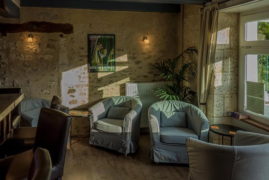 Cherval, Γαλλία: Comfy seating in the Bar