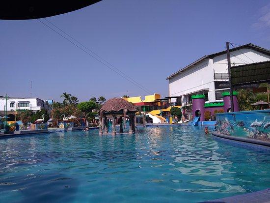 Sidoarjo, Indonesia: kolam untuk dewasa