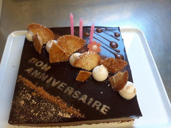 Gateau Chocolat Caramel Beurre Sale Et Nougatine Picture Of
