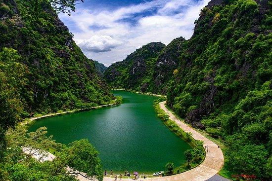Aloha Vietnam Travel & Guide