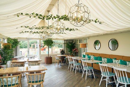 Lanivet, UK: Three Lakes Restaurant Conservatory