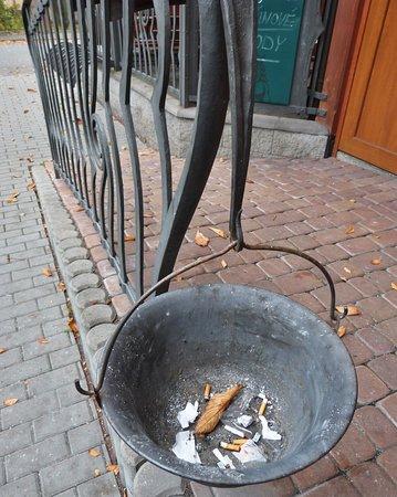 Cesky Tesin, สาธารณรัฐเช็ก: Kuřácký kotlík pro navazování nových přátelství na čerstvém vzduchu.